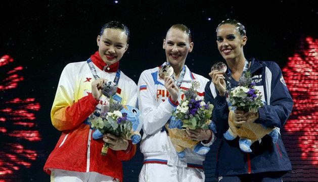 Huang, Romashina y Carbonell, en el podio