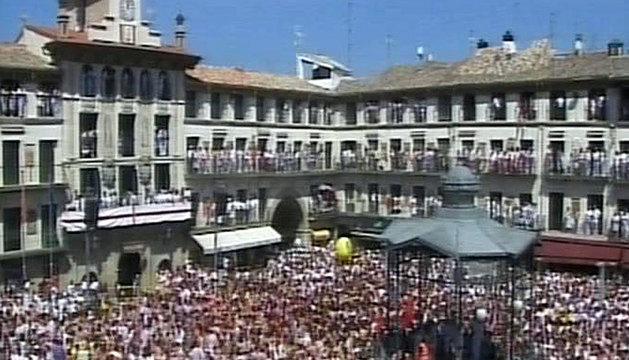 Captura televisiva del momento en que comienzan las fiestas en honor Santa Ana este miércoles en Tudela.