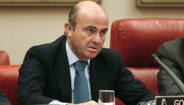 El ministro de Economía, Luis de Guindos, durante su comparecencia en el Congreso.