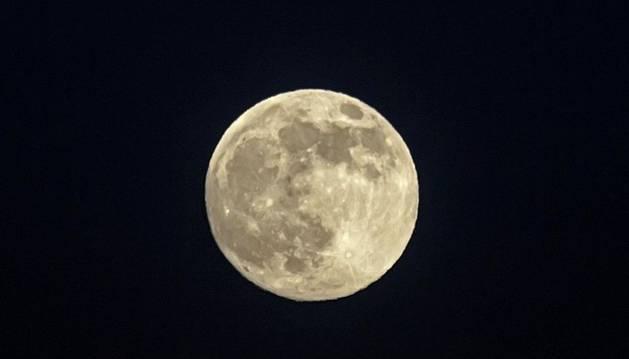 Imagen de luna llena.
