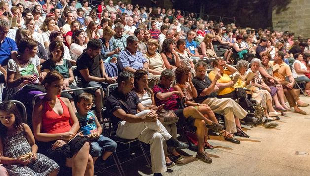 Asistentes al Festival de Teatro Clásico de Olite.