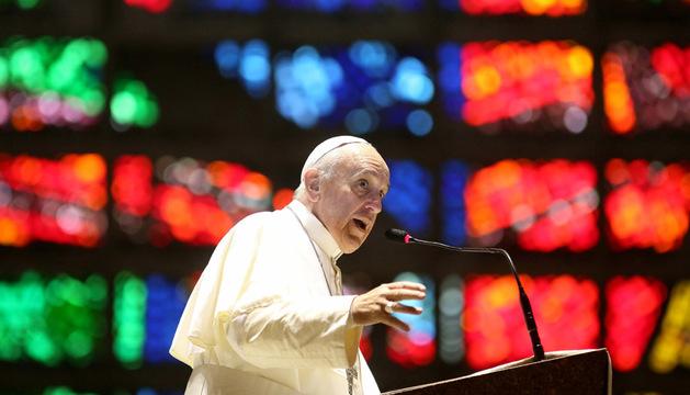 El papa Francisco habla este jueves durante una ceremonia con fieles argentinos en la Catedral de Río de Janeiro