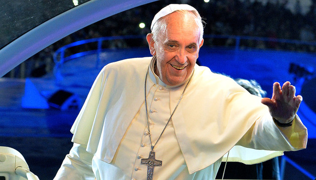 El Papa saluda a los jóvenes en Copacabana