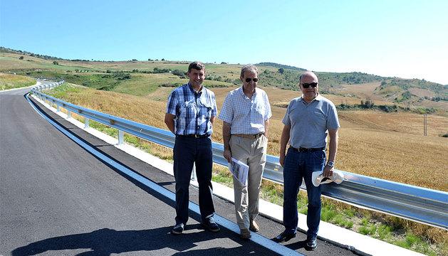 Javier Mariezcurrena, de la empresa concesionaria, Salvador Mariscal, jefe de la Sección de Obras, y el consejero Zarraluqui.
