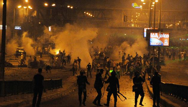 Incidentes entre seguidores de Mohamed Morsi y agentes de policía.