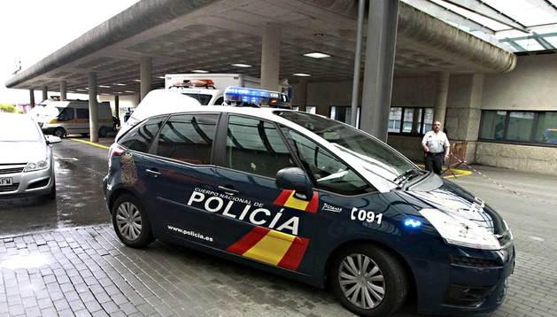 El conductor del tren, Francisco José Garzón, que ha sido dado de alta, es trasladado este sábado a Comisaría en un coche de la Policía Nacional.