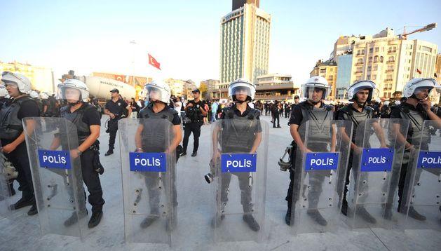 La Policía en el parque Gezi.