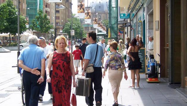 La Avenida de Carlos III de Pamplona, una de las zonas más comerciales de la ciudad.