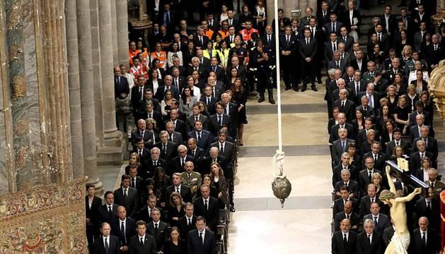 La Catedral de Santiago de Compostela acoge el funeral oficial por los fallecidos el pasado miércoles en Santiago.