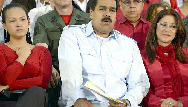 Nicolás Maduro, con la mujer e hija de Hugo Chávez.