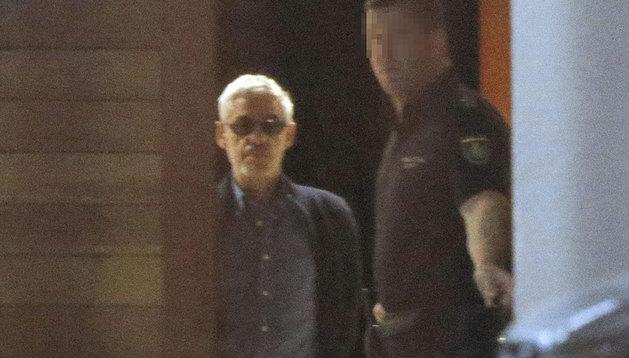 El maquinista, saliendo este domingo de los juzgados de Santiago.