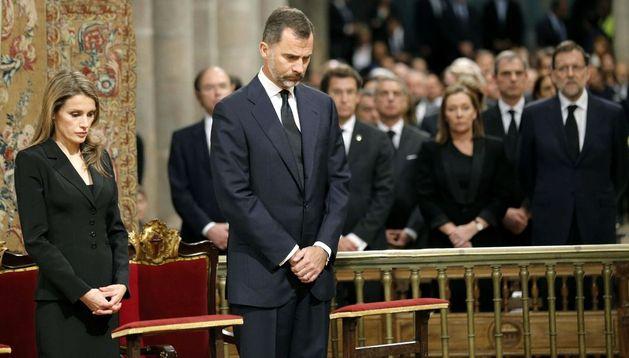 Los Príncipes de Asturias, Don Felipe y Doña Letizia, en el funeral por las víctimas del accidente.