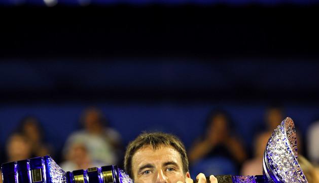 Tommu Robredo celebra su triunfo en el Torneo de Umag