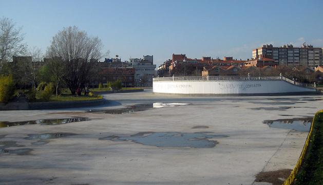 El lago de Barañáin, sin agua.