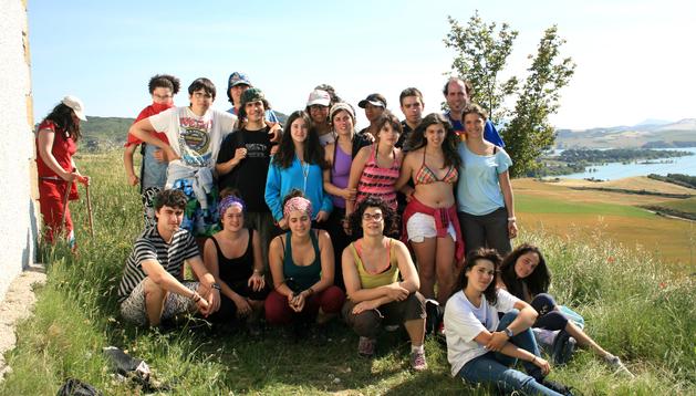 Los diecisiete jóvenes que han participado en el campamento de solidaridad en Muzqui.