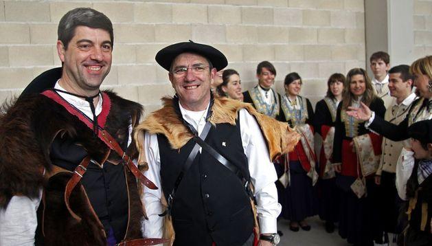 Un grupo de roncaleses ataviados con trajes típicos del valle, en una jornada festiva del año 2010.