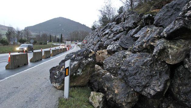 Imagen de la escollera que se derrumbó parcialmente en Arre.