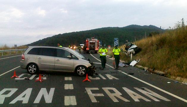 El lugar del accidente, con dos de los vehículos siniestrados.