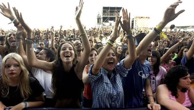Público en el concierto de la banda española Dorian.