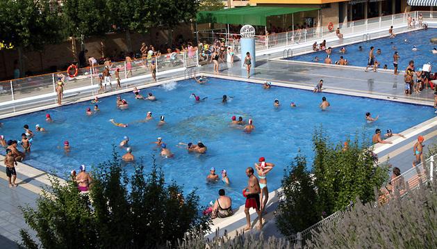 Interior de las piscinas Elola de Tudela.