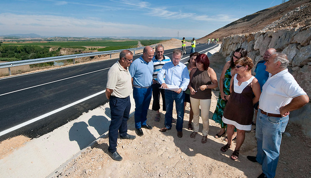Las autoridades, en el nuevo tramo de Vergalijo.