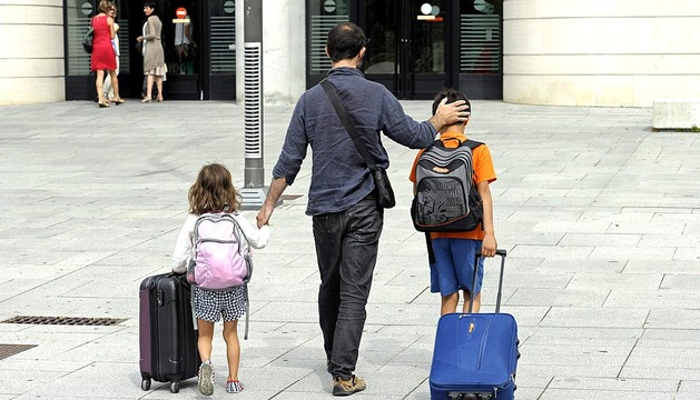 Un pamplonés cumple con la orden judicial de entregar a sus hijos