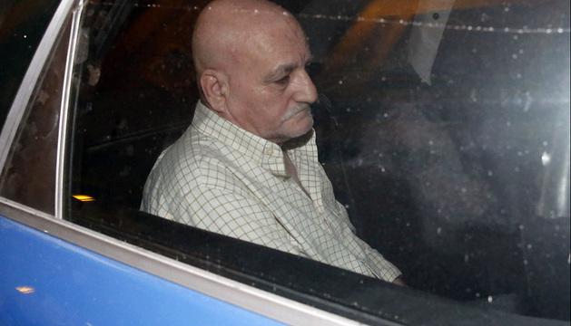 El pederasta español Daniel Galván ha salido cerca de las dos de la madrugada en un coche patrulla de la Policía Nacional de Murcia desde los calabozos de la comisaría hacia la Audiencia Nacional, donde declarará mañana.