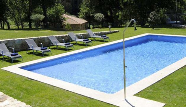 Piscina del establecimiento de turismo rural situado en el ayuntamiento pontevedrés de Ribadumia donde Rajoy descansará durante sus vacaciones.