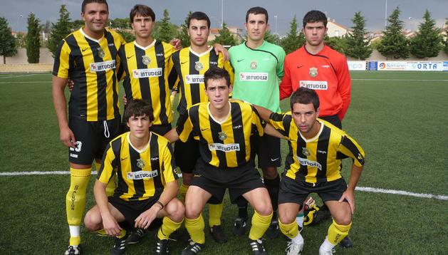 Alberto Narvajas, de pie a la derecha, en una foto de archivo de la temporada 2009/2010, cuando fichó por el Aluvión