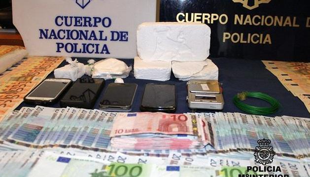 Los arrestados contaban con la infraestructura necesaria para distribuir un kilo de cocaína de alta calidad al mes.