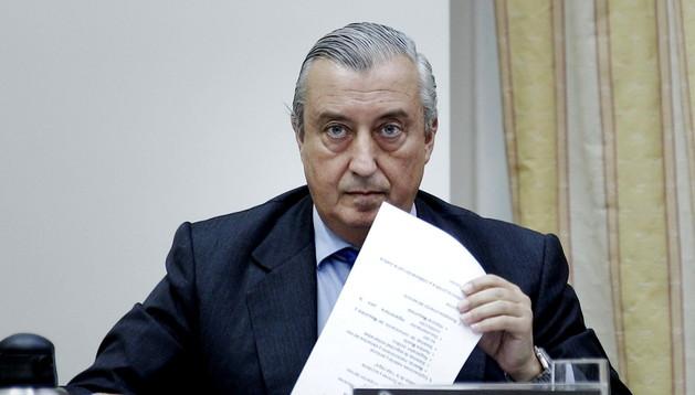 El presidente de Renfe, Julio Gómez-Pomar, durante su intervención en el Congreso para explicar la actuación de su empresa en el descarrilamiento del tren en Santiago