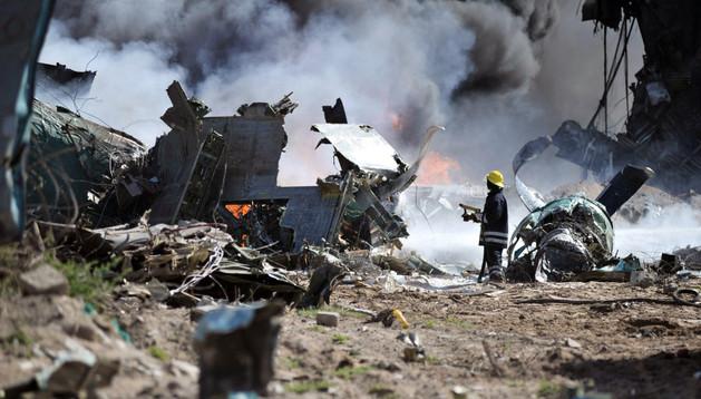 El avión se estrelló en el aeropuerto de Mogadiscio.