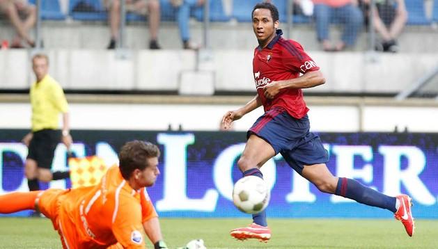 Manu Onwu, delantero de Osasuna, ha marcardo el gol rojillo ante el Valladolid