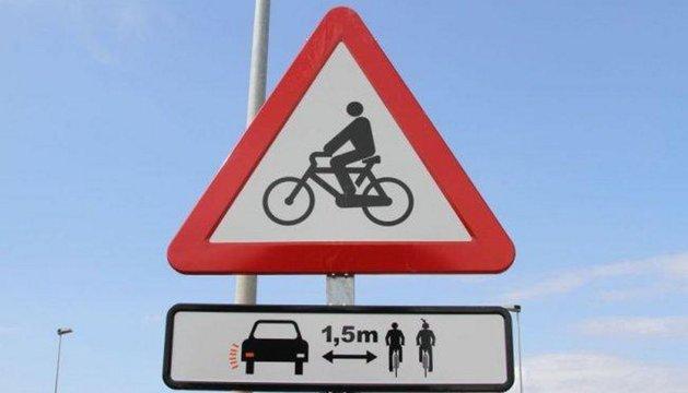 Una señal de precaución de ciclistas