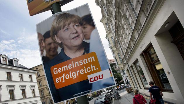 Un cartel electoral en Alemania que pide el voto para Angela Merkel