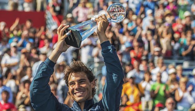 Rafa Nadal levanta el trofeo tras imponerse en la final del Masters 1000 de Montreal (Canadá)