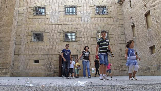 Imagen de archivo de la salida de clases de la escuela de música de Estella, donde trabaja el personal que ha planteado las solicitudes.