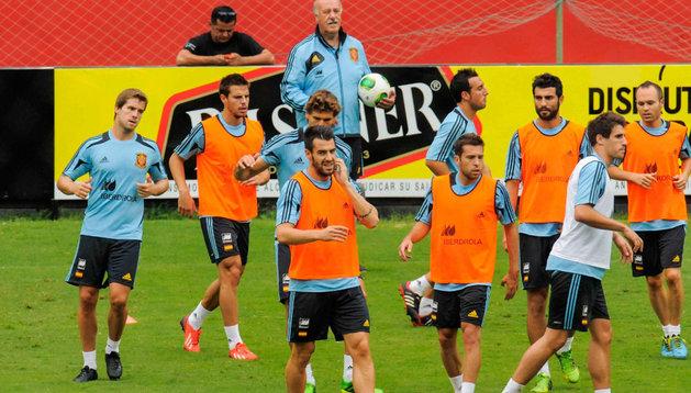 Entrenamiento de la selección española, con Javi Martínez y Azpilicueta entre ellos