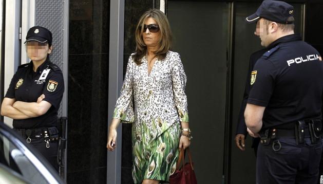La mujer de Luis Bárcenas, Rosalía Iglesias, a la salida de la Audiencia Nacional