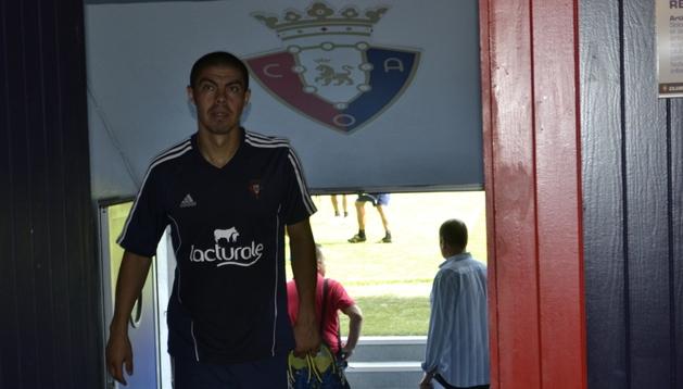 Francisco 'Gato' Silva sale del campo tras el entrenamiento de este viernes en El Sadar