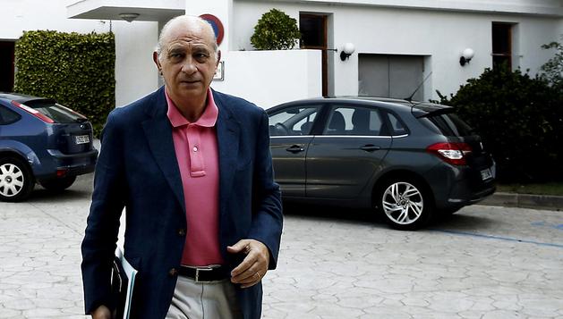 El ministro del Interior Jorge Fernández Díaz tras hacer sus declaraciones en Fitero