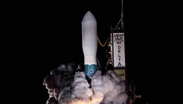 Imagen de archivo cedida por la NASA del lanzamiento del cohete que contiene el telescopio espacial Kepler, el 6 de marzo de 2009.