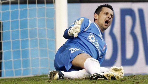 El exrojillo Roberto, duda para jugar en El Sadar