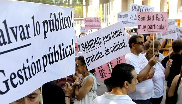 Concentración por la sanidad pública madrileña frente a la sede del Ministerio de Sanidad.