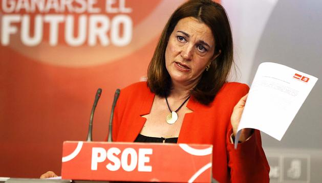 La portavoz del PSOE en el Congreso, Soraya Rodríguez, durante la rueda de prensa ofrecida en la sede de Ferraz,