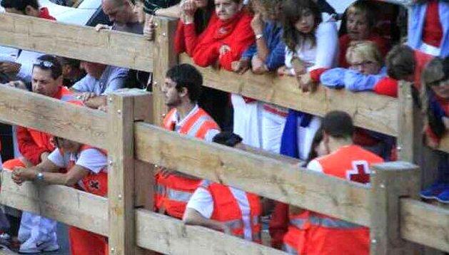 Voluntarios de Cruz Roja en el recorrido del encierro.