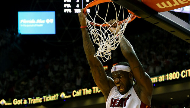 Lebron James en un partido de la NBA