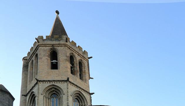 Diego Latasa, junto a la iglesia de Santa María de Sangüesa, uno de los lugares más emblemáticos de la localidad