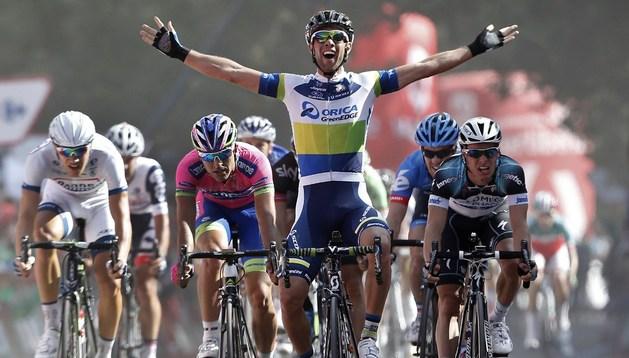 Michael Matthews celebra su victoria de etapa