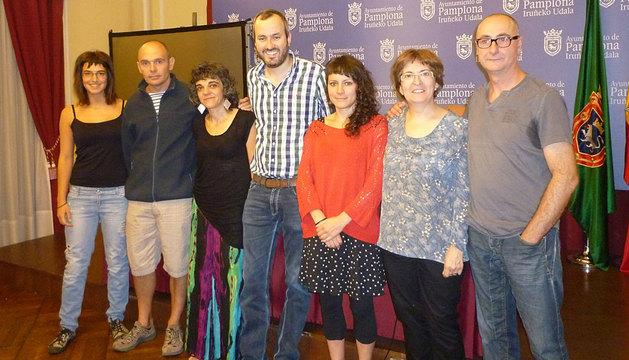 Los ganadores y el jurado, junto al edil Fermín Alonso.